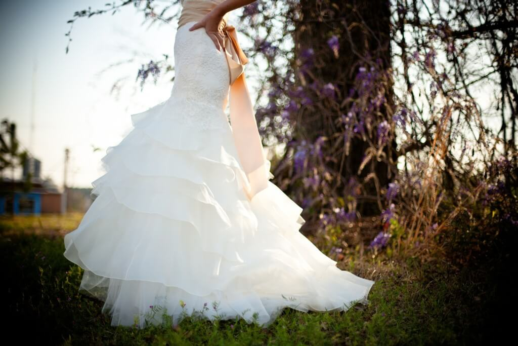wedding-dress-349959_1920